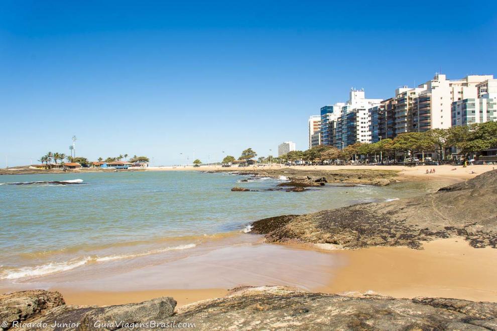O que fazer em Guarapari - Praia das Castanheiras - ©GuiaViagemBrasil