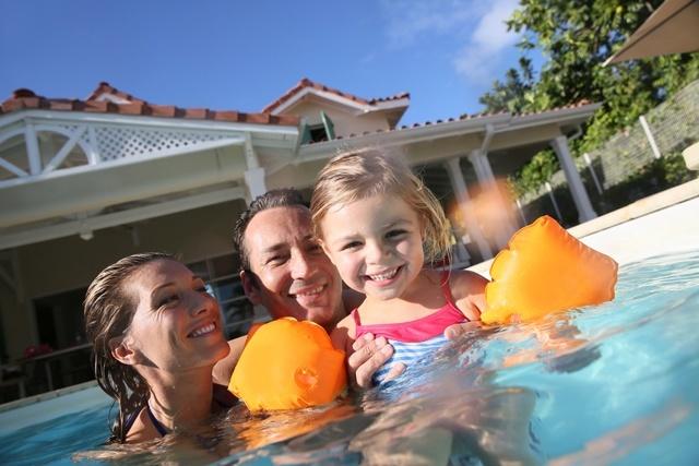 Vantagens de se hospedar em uma casa com piscina