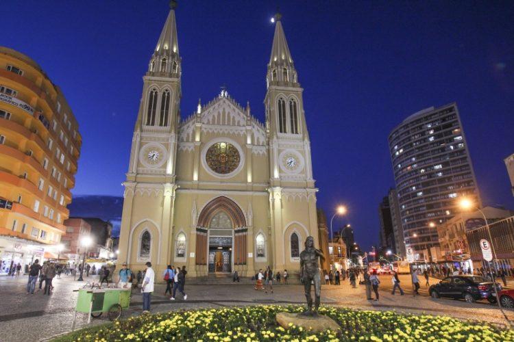 Catedral basilica de nossa sra da Luz dos Pinhais na Praça Tiradentes