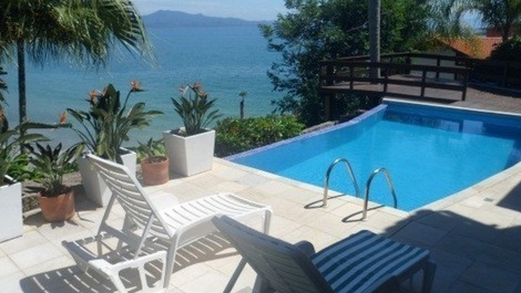 Casa para alquilar en florian polis para vacaciones for Casas con piscina en sevilla para alquilar