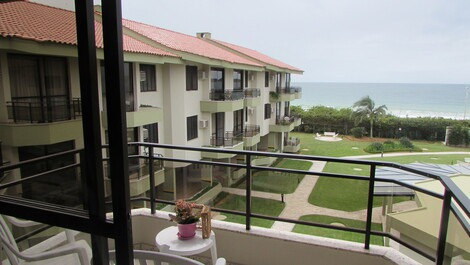 Lovely Sea Front Apartment, English, code 8565