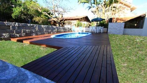 Casa para alquilar en bombinhas para vacaciones mariscal for Casa con piscina para alquilar por dia