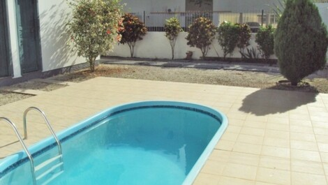 Four Bedroom House with Pool
