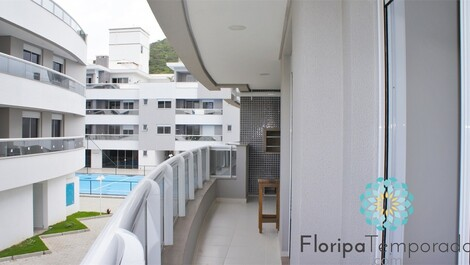 3 bedroom condominium 1 block from the sea!